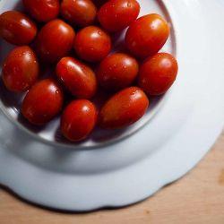 Удобный способ нарезки помидоров черри!